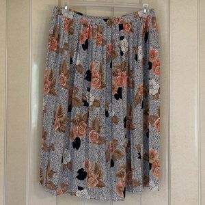 Dresses & Skirts - Pleated floral skirt